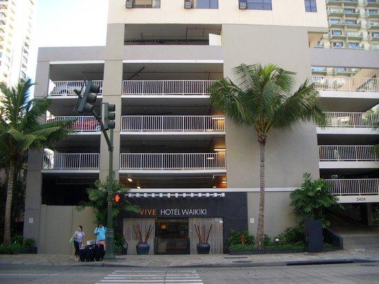 Vive Hotel Waikiki: Außenansicht