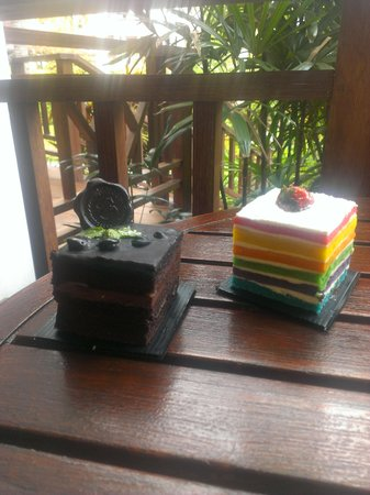 Sheraton Senggigi Beach Resort : Two of the many cakes offered at the on site bakery