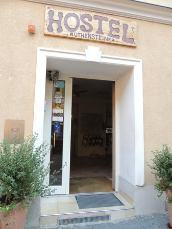 Hostel Ruthensteiner: Entrance to the hostel