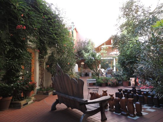 Hostel Ruthensteiner: Beautiful garden/courtyard