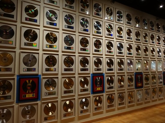 Country Music Hall of Fame and Museum: wall of discs