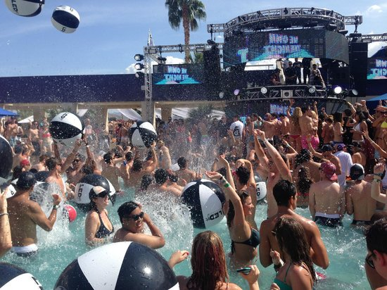 Hard Rock Hotel Palm Springs: LED dayclub