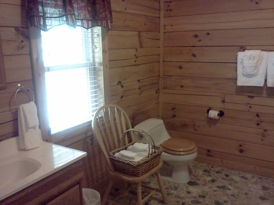 Sunrise Log Cabins: Bathroom