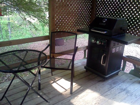Sunrise Log Cabins: Back porch