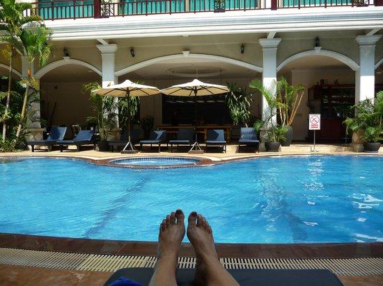 Angkor Holiday Hotel: Pool