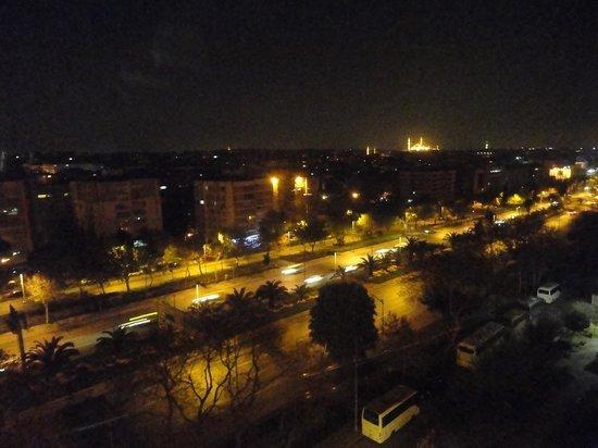 Akgun Istanbul Hotel: 夜景