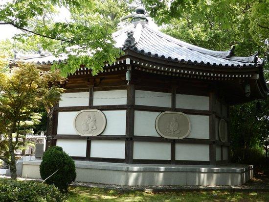Kanjizaiji Temple : 寶聚殿八角堂