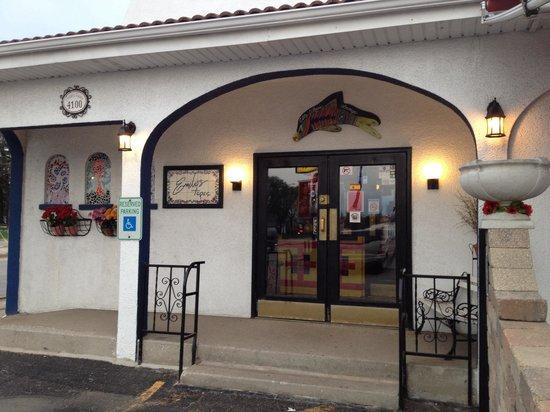 Emilio's Tapas Bar : Front entrance