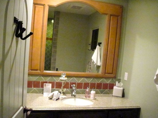 Su Nido Inn - Your Nest In Ojai : Dove Suite - bathroom