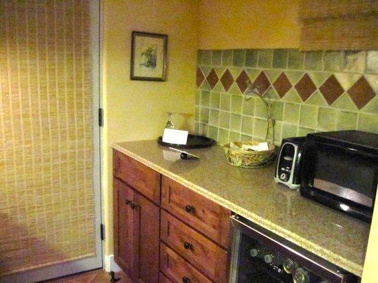 Su Nido Inn (Your Nest In Ojai) : Dove Suite - kitchen