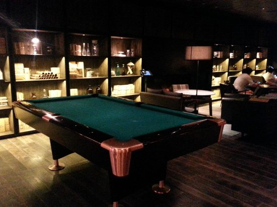 "pentahotel Hong Kong, Kowloon: Fun play area, loved the ""Pub"" feel!"