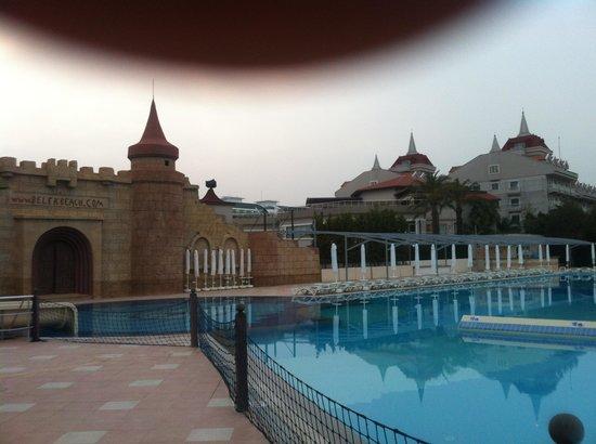 Belek Beach Resort Hotel: Trés bel espace extérieur