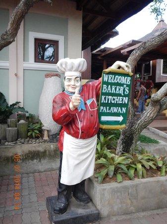 Baker's Hill: Chef statue