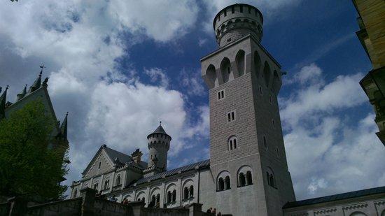 Neuschwanstein Castle: courtyard