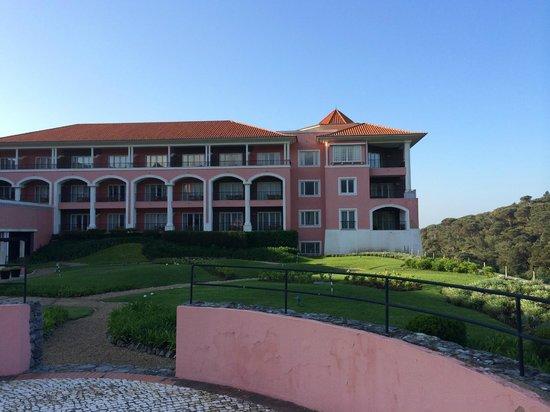 Penha Longa Resort: Hotellets flygel mot golfbanan.