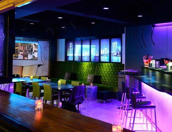 Metropark Hotel Wanchai Hong Kong : the parlor - Wine & Pinchos Bar