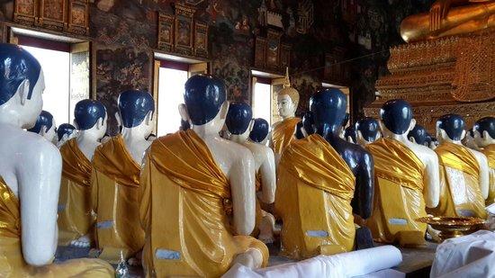 Wat Suthat: Sitting Statues