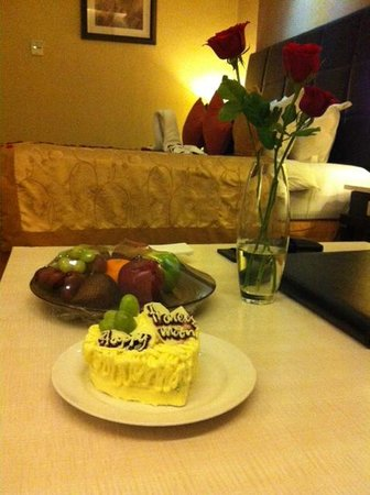 Golden Flower: we get a fruit basket and a slice of honeymoon cake for free.