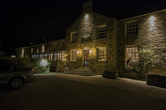 Cavendish Hotel: Night shot of Hotel