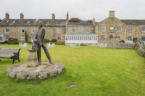 Cavendish Hotel: Statue