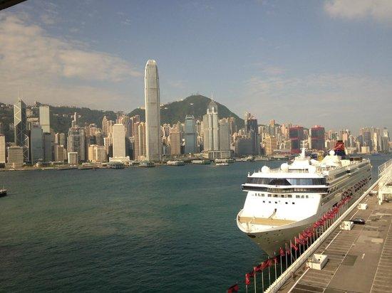 Marco Polo Hongkong Hotel : ハーバービュールームからの眺め