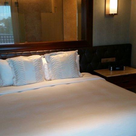 Resorts World Sentosa - Equarius Hotel: Hotel bed room