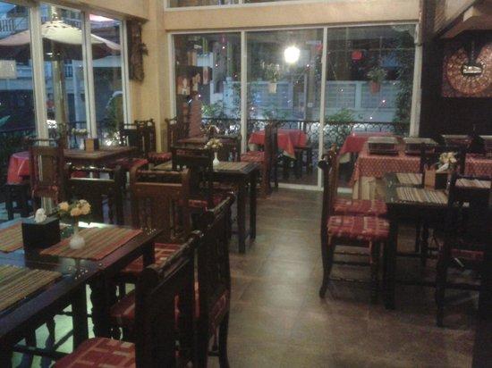 Sabai Sabai at Sukhumvit Hotel: dining