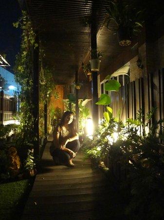 Sabai Sabai at Sukhumvit Hotel: rooftop garden
