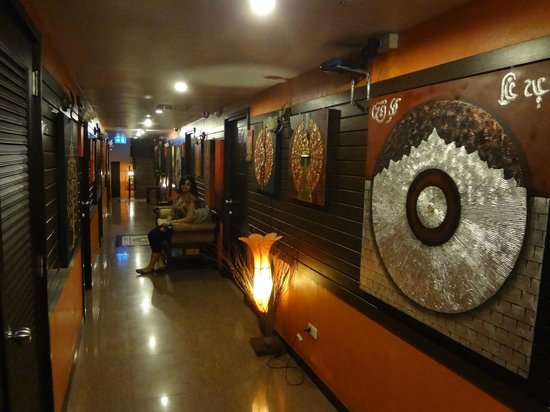 Sabai Sabai at Sukhumvit Hotel: corridoor