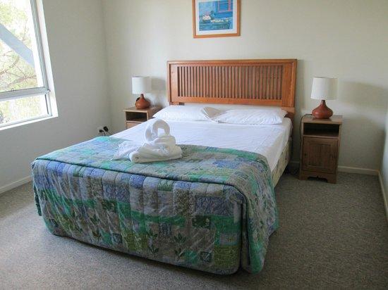 Bay Lodge Apartments: Master bedroom