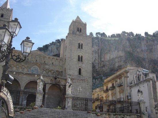 Duomo di Cefalu : naso all'insù!