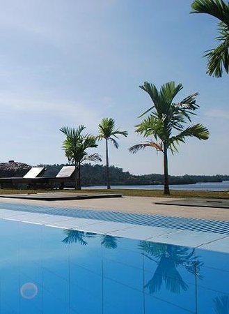 Kalla Bongo Lake Resort : Swimming pool