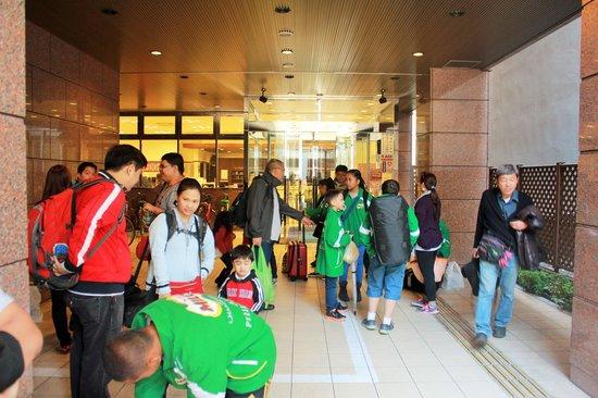 Toyoko Inn Nagoya Sakae: Hotel entrance during egress