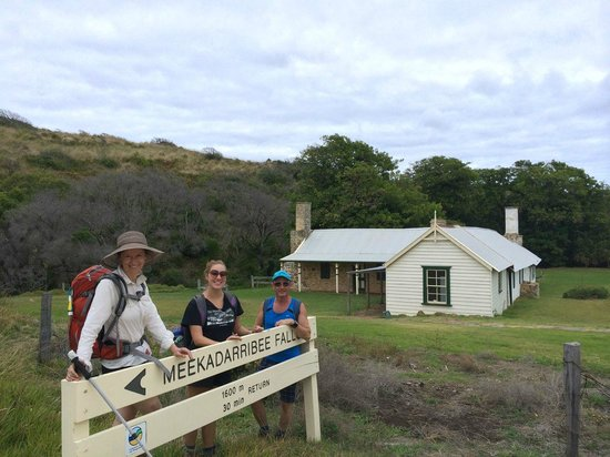 Cape to Cape Explorer Tours: Visiting Meekadarribee Cottage