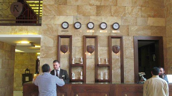 Reston Hotel : Ресепшн