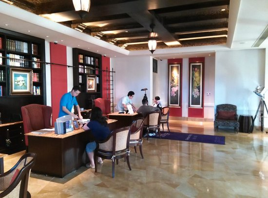 The Royal Begonia, A Luxury Collection Resort Sanya : Check-in side