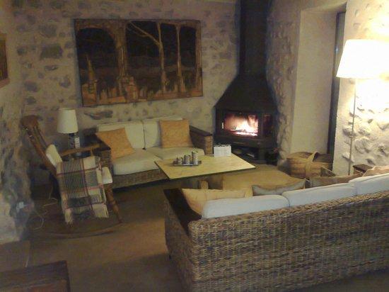 Casa Taino: Salón con chimenea