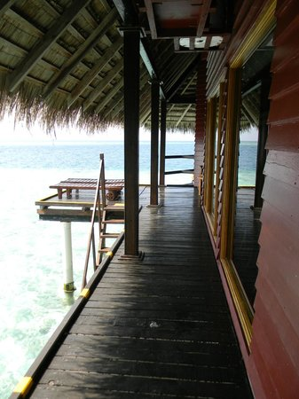Adaaran Club Rannalhi: Sun Deck - Water Villa