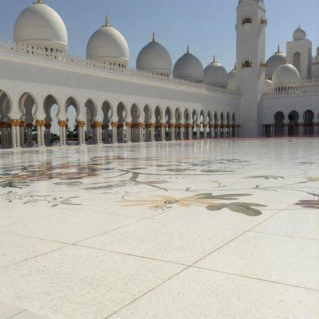 Arabian Courtyard Hotel & Spa: Moschea di Abu Dhabi