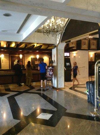 Arabian Courtyard Hotel & Spa: Hall Hotel