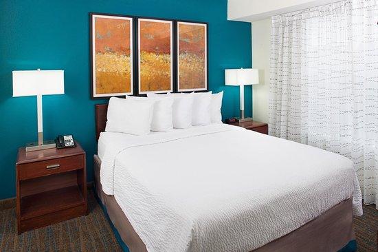 Residence Inn Arlington: Suite Sleeping Area