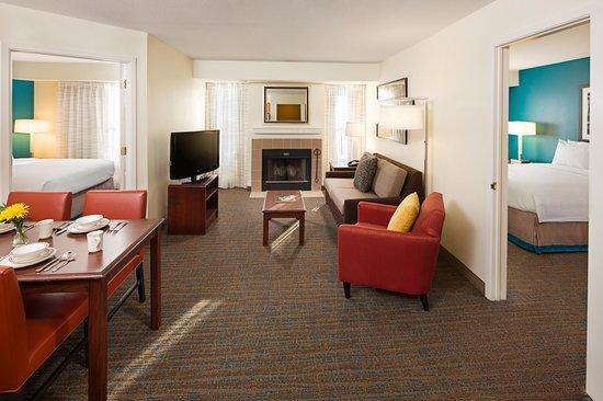 Residence Inn Arlington: Two-Bedroom Suite Living Area