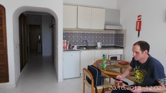 Hotel Apartamento Brisa Sol : Kitchen area