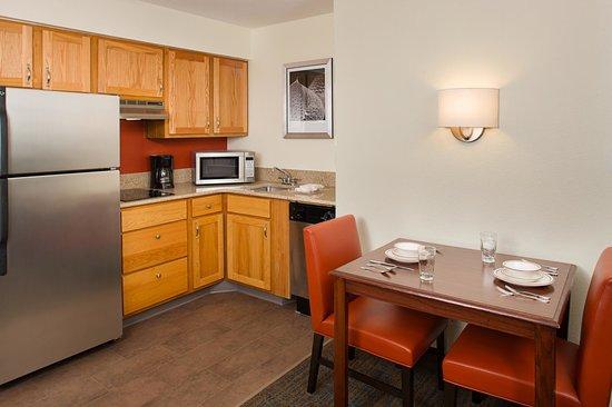 Residence Inn Arlington: Fully-Equipped Kitchen