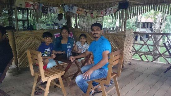 Greenwoods Resort: At the chaya kada