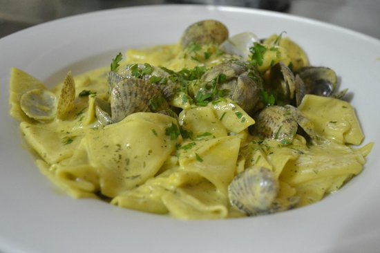 Rivoli : fresh maltagliati pasta with clams