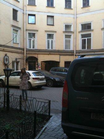 Guest House Nevsky 3: Во дворе