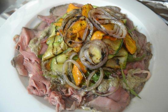 Rivoli Restaurant : roast beef with mix vegetable and truffle sauce
