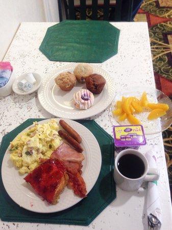 Hilton Garden Inn Flagstaff: 朝食ビュッフェ