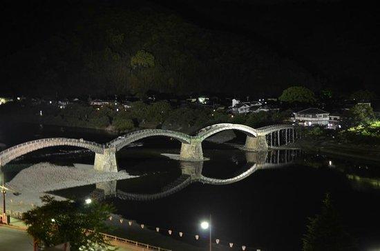 Iwakuni Kokusai Kanko Hotel: 部屋からの眺め-夜